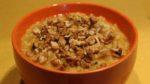 Овсянная каша с тыквой и грецкими орехами