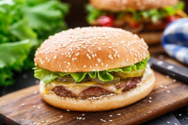Бургер с котлетой