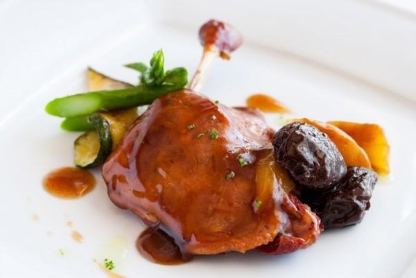 Курица тушеная с черносливом