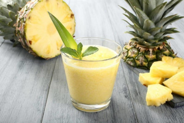 Коктейль в ананасе