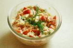 Закуска из помидор и крабовых палочек